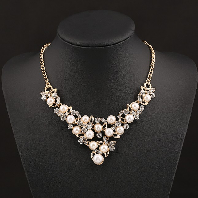 Big Pearl Crystal Deco Necklace