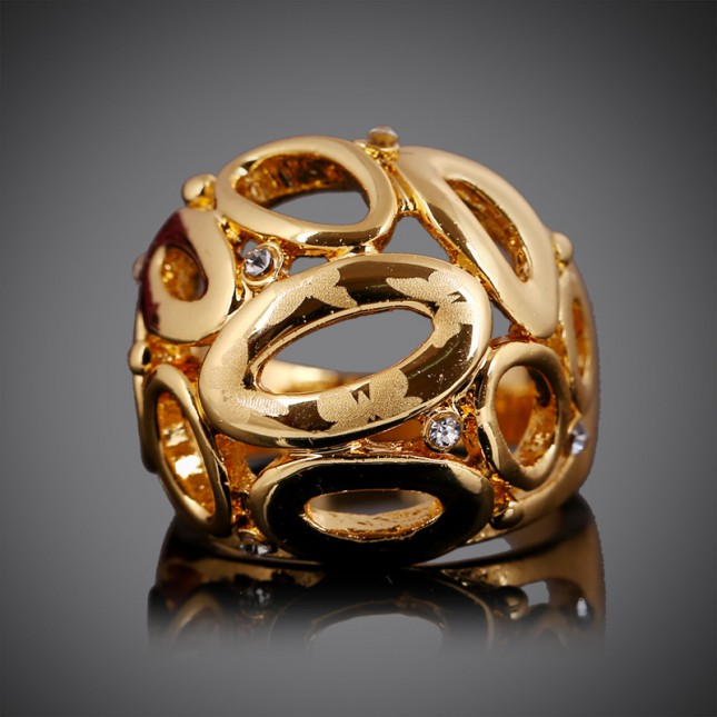 Yellow Gold Circle Statement Ring r009