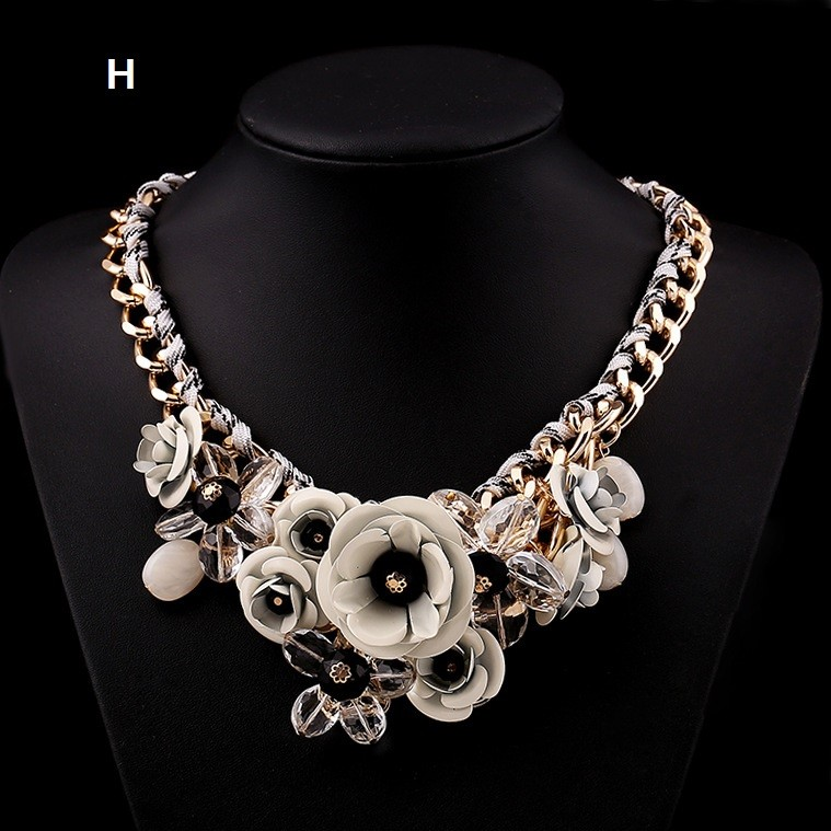 Gray & Popular New Style Large Flower Chunky Gold Costume Necklace For Girls